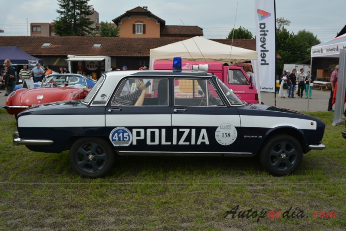 Alfa Romeo 2000 Berlina 1971-1977 (Police Car), right side view